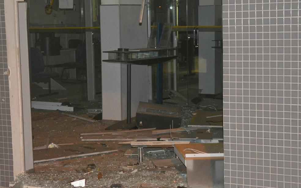 Agência ficou parcialmente destruída após explosão, em Jaguarari (Foto: João Carvalho/ Portal Jaguarari)