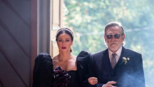 Vivi Guedes choca convidados ao usar vestido preto em casamento com Camilo; reveja a cena