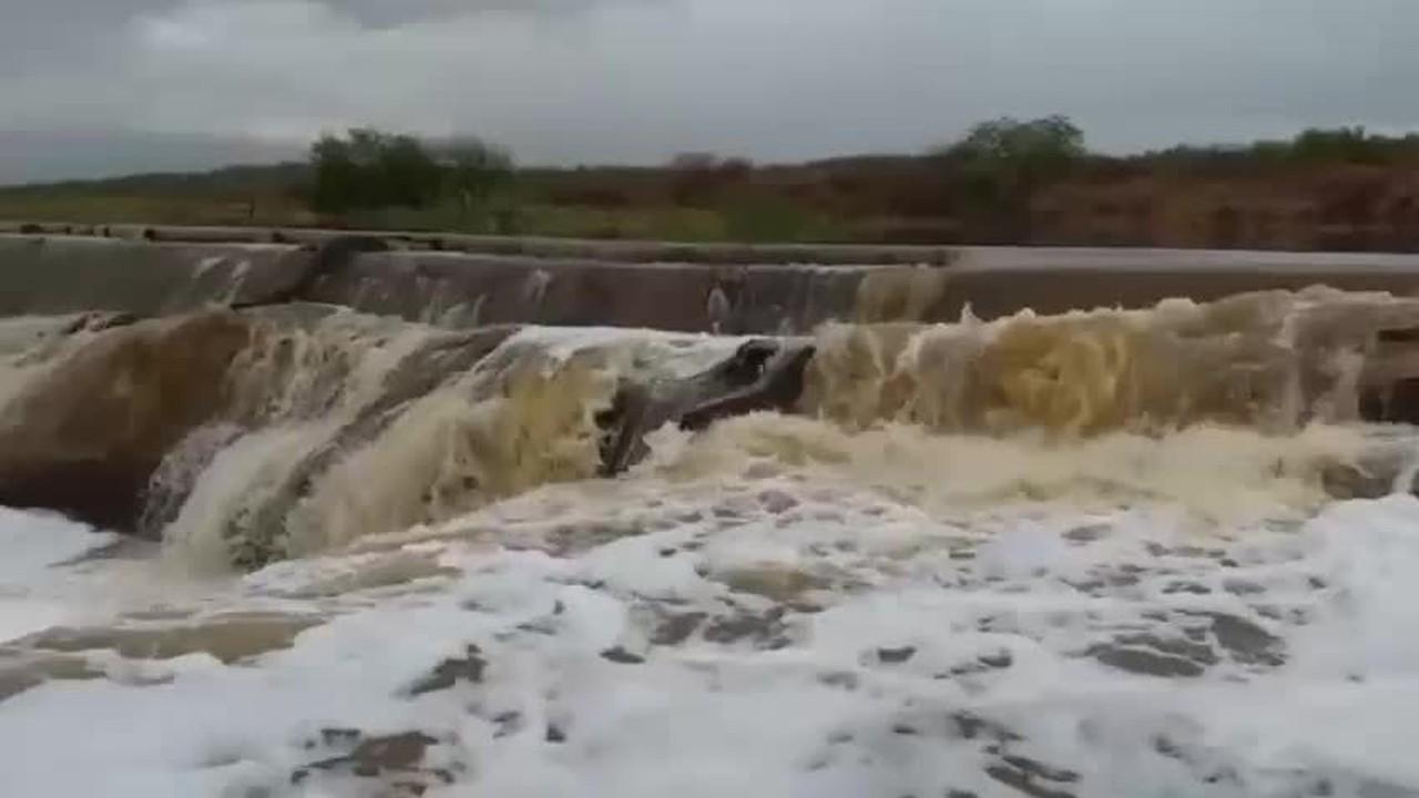 Após chuva de 140 mm, barragem sangra na região Seridó potiguar
