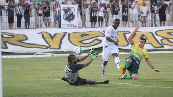 Jones Carioca atacante do ABC x Cuiabá (Foto: Fabiano de Oliveira)