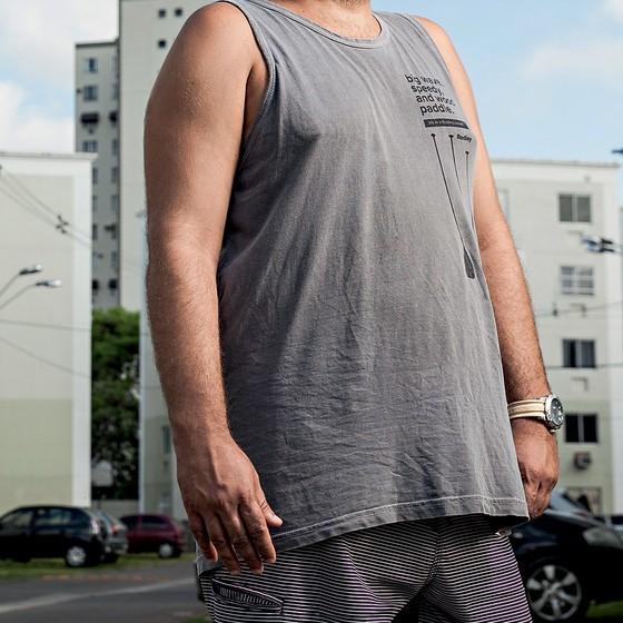 """Rafael, corretor de imóveis, falsificou o contracheque de seus clientes para dar uma """"ajudinha"""" no financiamento da casa própria (Foto: Stefano Martini/Agência O Globo)"""