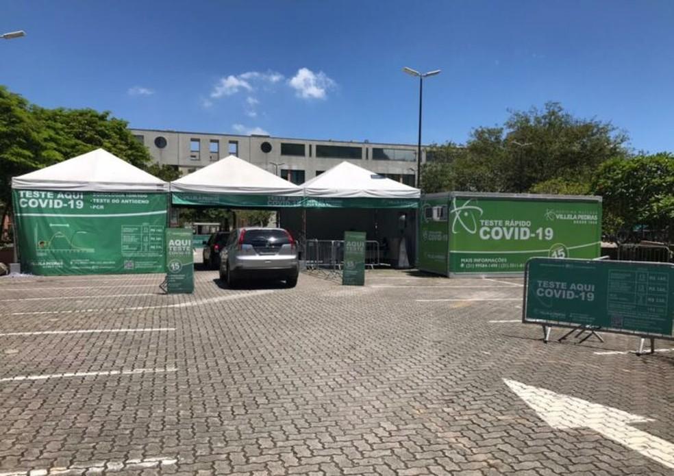 Laboratório tem drive-thru em shopping da Barra — Foto: Reprodução