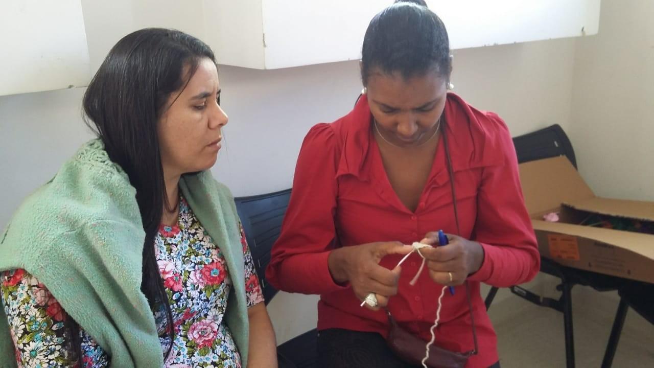 Setembro amarelo: Curitibana vence anos de depressão e atribui superação a voluntariado com crochê  - Notícias - Plantão Diário