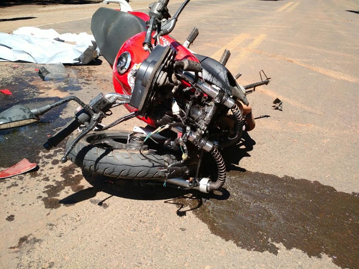 Jovem motociclista morre em batida com carro na BR-282, em SC