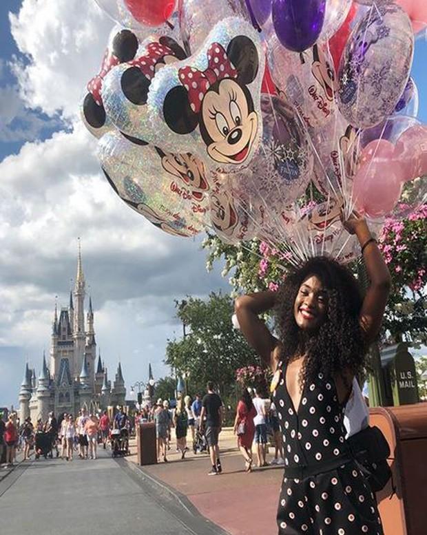 Erika Januza na Disney (Foto: Reprodução/Instagram)