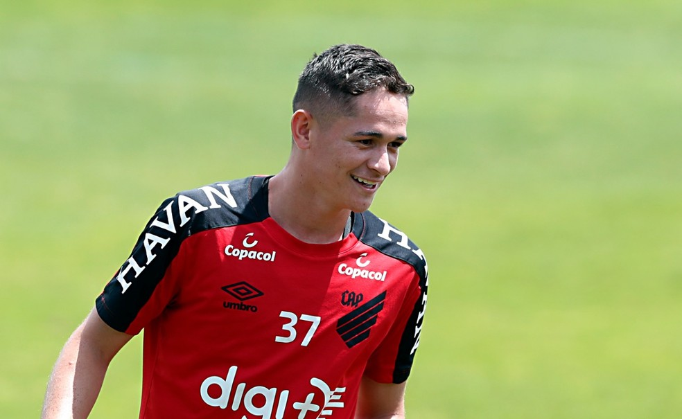 Khellven, lateral do Athletico — Foto: Albari Rosa/Gazeta do Povo