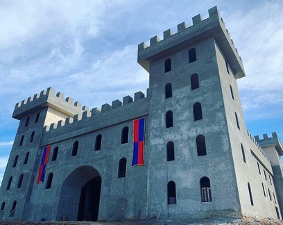 Empreendedor constrói castelo medieval em São Roque para funcionar como espaço de eventos