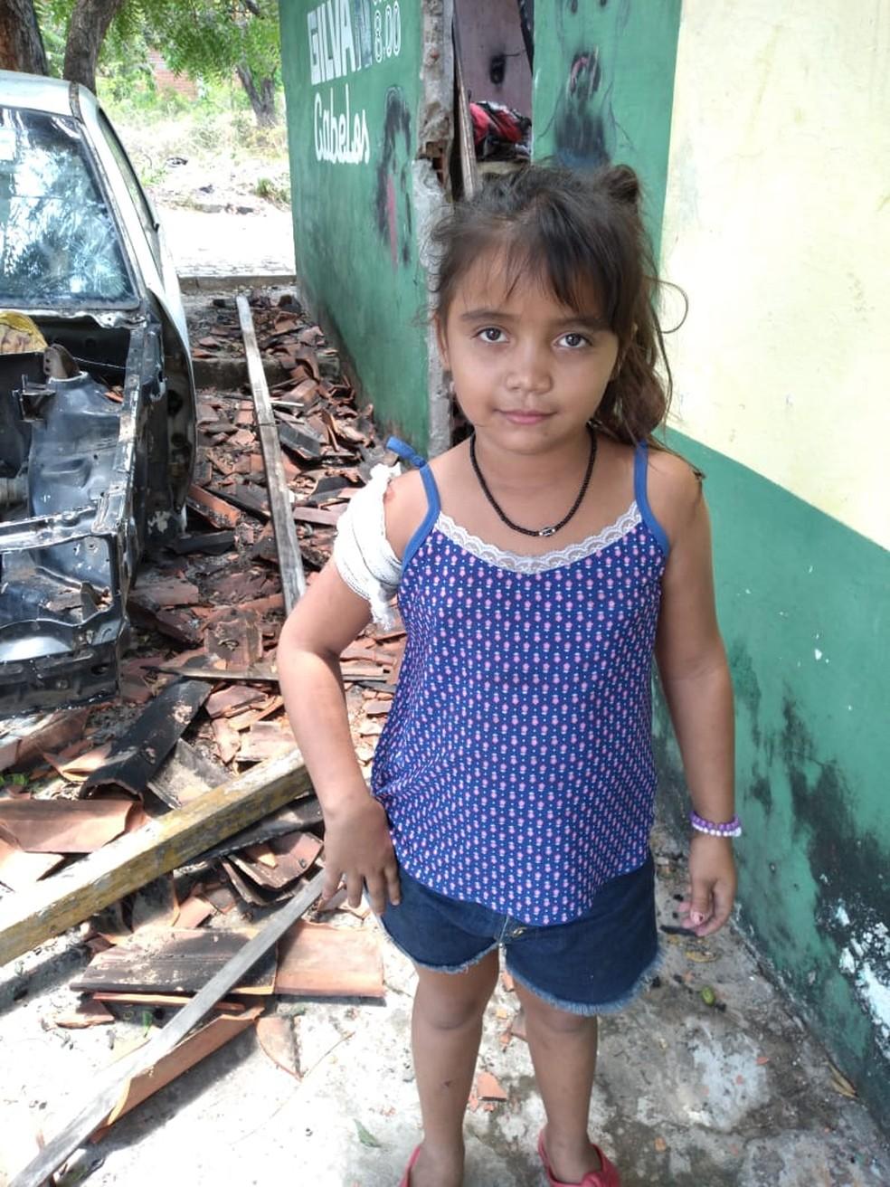 Gabrielle Pereira teve apenas ferimentos leves, segundo sua mãe, Maria de Lourdes — Foto: Arquivo Pessoal/Ironildes Ribeiro