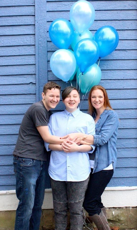 """Família faz """"chá revelação"""" para filho trans de 20 anos  (Foto: Divulgação)"""