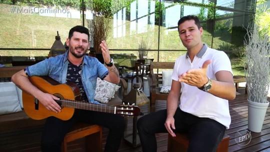 Pedro Leonardo descobre talento e o convida para cantar no Mais Caminhos