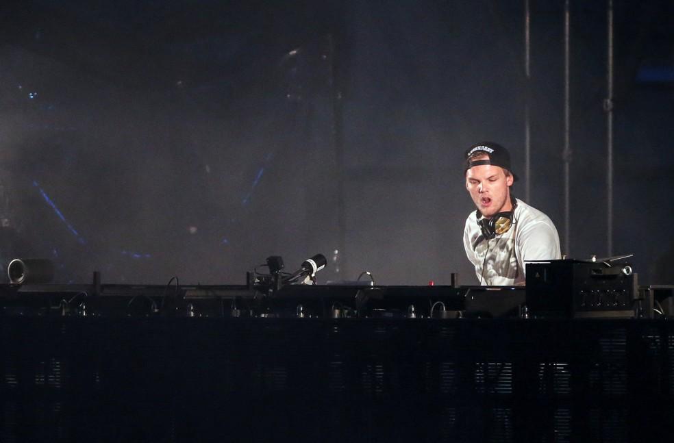Avicii se apresenta no festival Summerburst, no estádio Ullevi em Gotemburgo, na Suécia, em 2015 (Foto: Bjorn Larsson Rosvall / Agência de Notícias TT / via REUTERS)