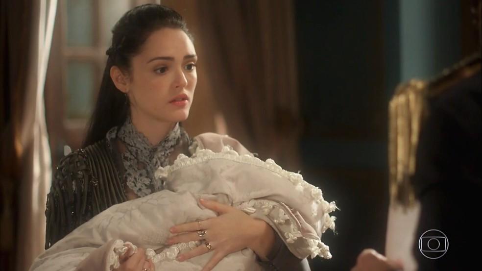 Anna (Isabelle Drummond) teme o tom de ameaça de Thomas (Gabriel Braga Nunes), em 'Novo Mundo' — Foto: TV Globo