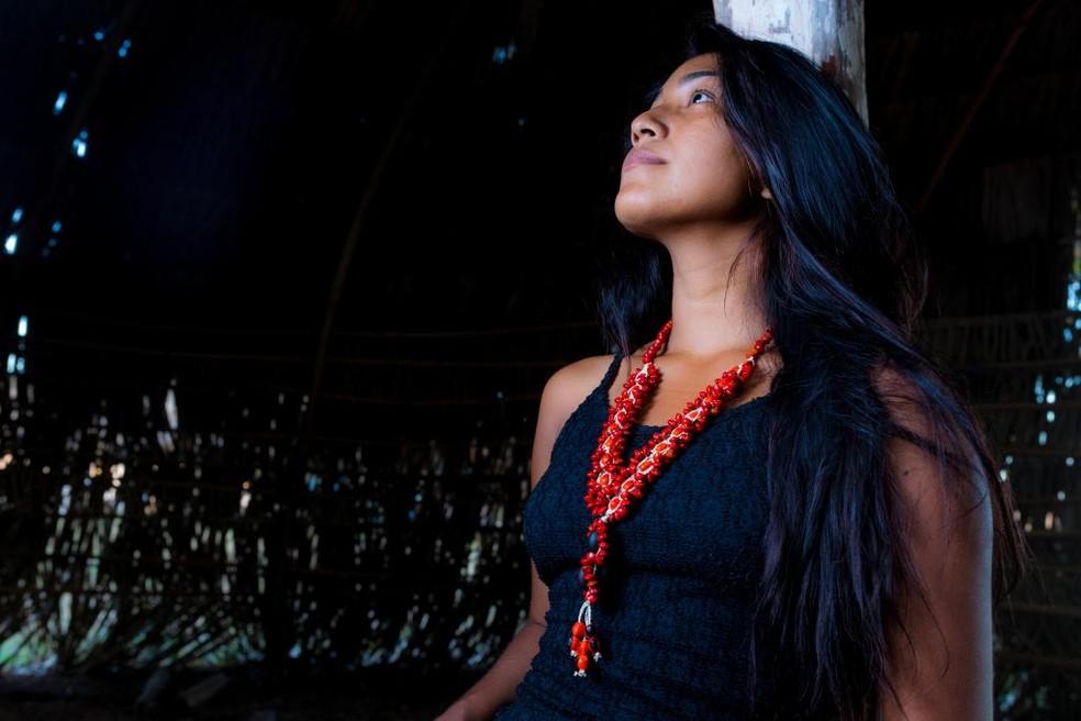 Indígena com colar feito com sementes — Foto: Luso Reis/Divulgação