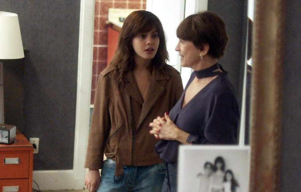 Nanda diz para a mãe que não vai revelar quem é Caíque (Foto: TV Globo)