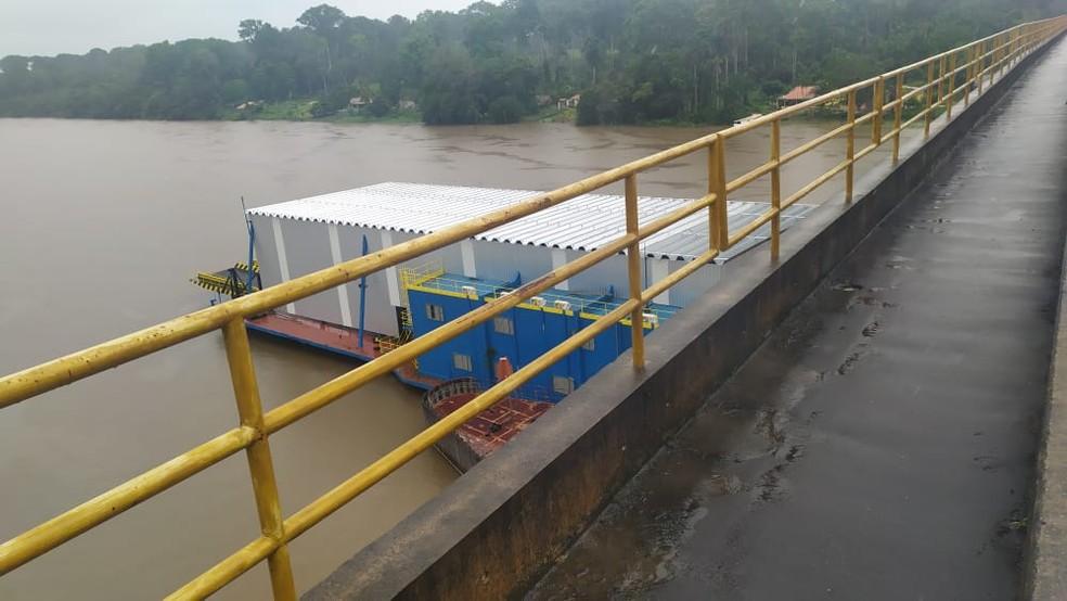 Marinha envia equipe de fiscalização até local onde balsa encalhou no Pará. — Foto: Reprodução