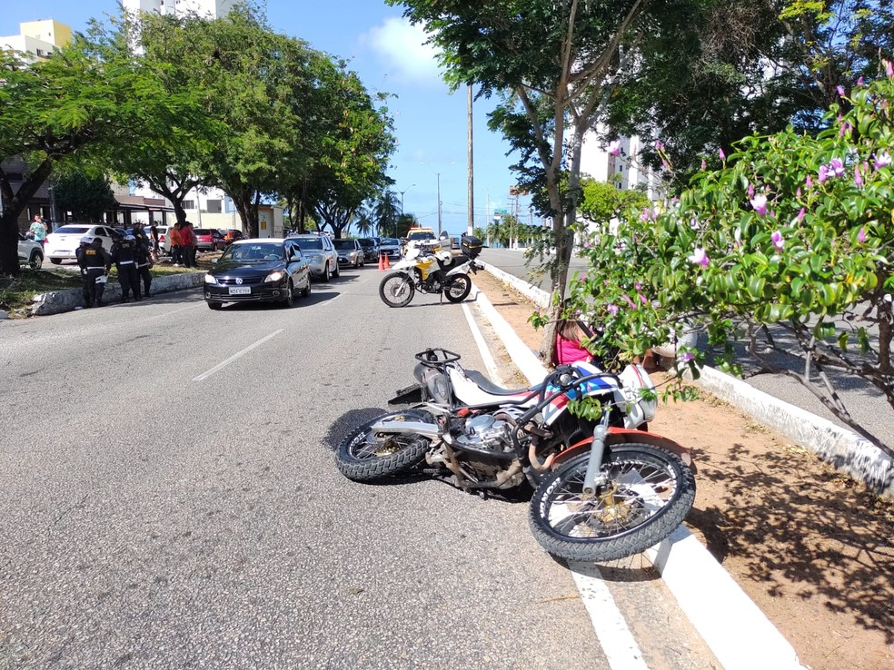 Acidente aconteceu na Avenida Deputado Antônio Florêncio de Queiroz, que antecede a Rota do Sol, em Natal RN — Foto: Lucas Cortez/Inter TV Cabugi