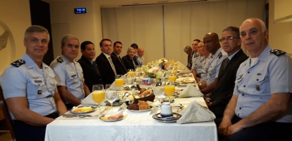 Bolsonaro participa de café da manhã com Oficiais-Generais do Alto-Comando da Aeronáutica — Foto: Força Aérea Brasileira