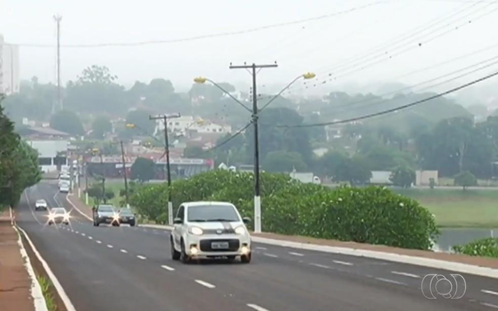 Jataí amanhece nublada e com tempo frio, em Goiás — Foto: Reprodução/TV Anhanguera
