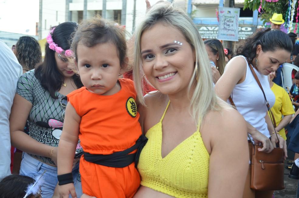 Ana Paula levou o Gabriel, de 1 ano, vestido de Goku  (Foto: Hosana Morais/G1)