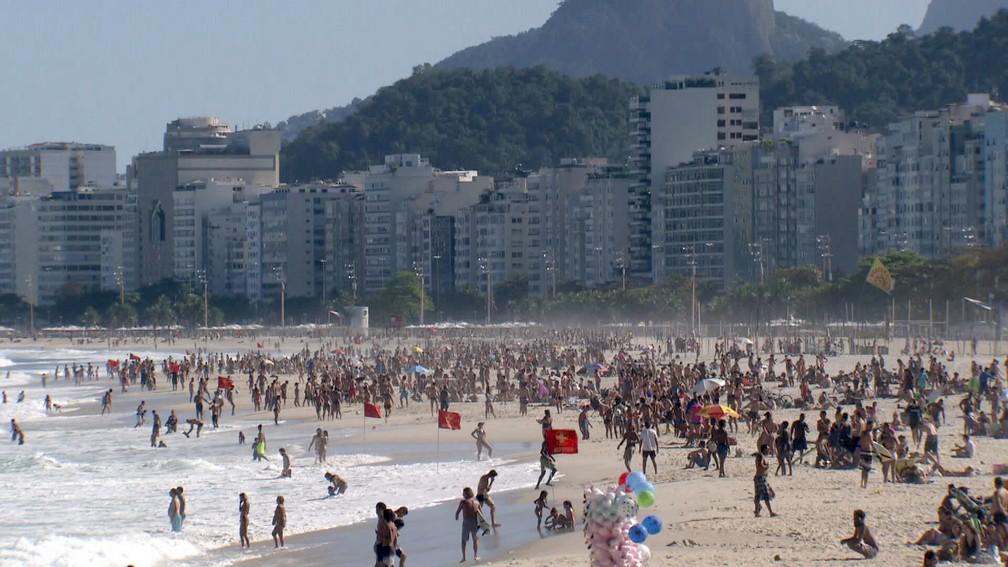 Prefeitura pretende impedir aglomeração nas praias, como o registrado nos últimos fins de semana — Foto: Reprodução/TV Globo