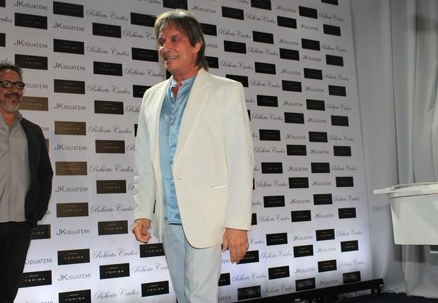Roberto Carlos no lançamento de seu livro (Foto: Celso Tavares / EGO)