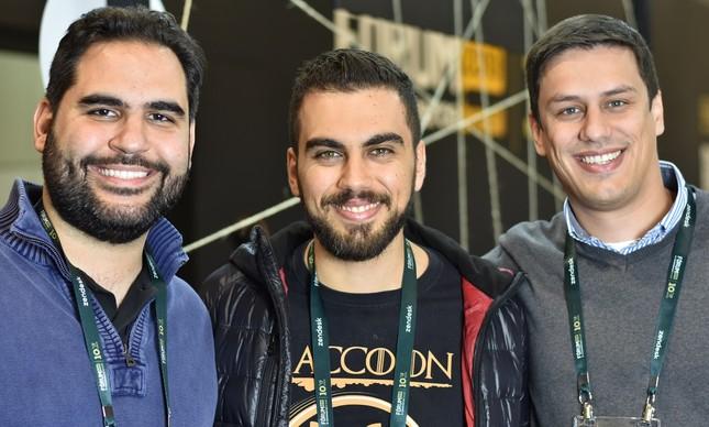 Marco Túlio Kehdi e André Palis, sócio-fundadores do Grupo Raccoon, e Leonardo Araújo, sócio e VP da agência
