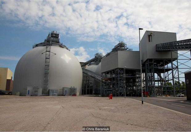 A conversão da usina de energia Drax - de carvão em biomassa - custou R$ 3,8 bilhões (Foto: Chris Baraniuk/BBC)