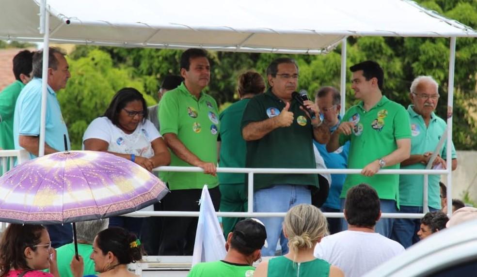 Carlos Eduardo e Álvaro Dias, investigados pelo MP, em ato de campanha neste final de semana, na região Seridó  (Foto: Assessoria de Carlos Eduardo/Divulgação)