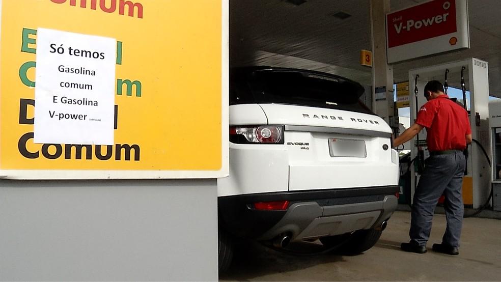 Consumidores ainda têm dificuldade para encontrar diesel, etanol e gás nos postos de combustíveis de Natal  (Foto: Flávio Muniz/Inter TV Cabugi)