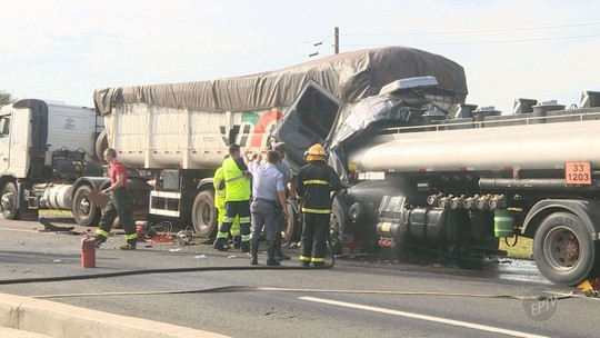 Acidente entre caminhões causa vazamento de combustível e fecha rodovia em Engenheiro Coelho