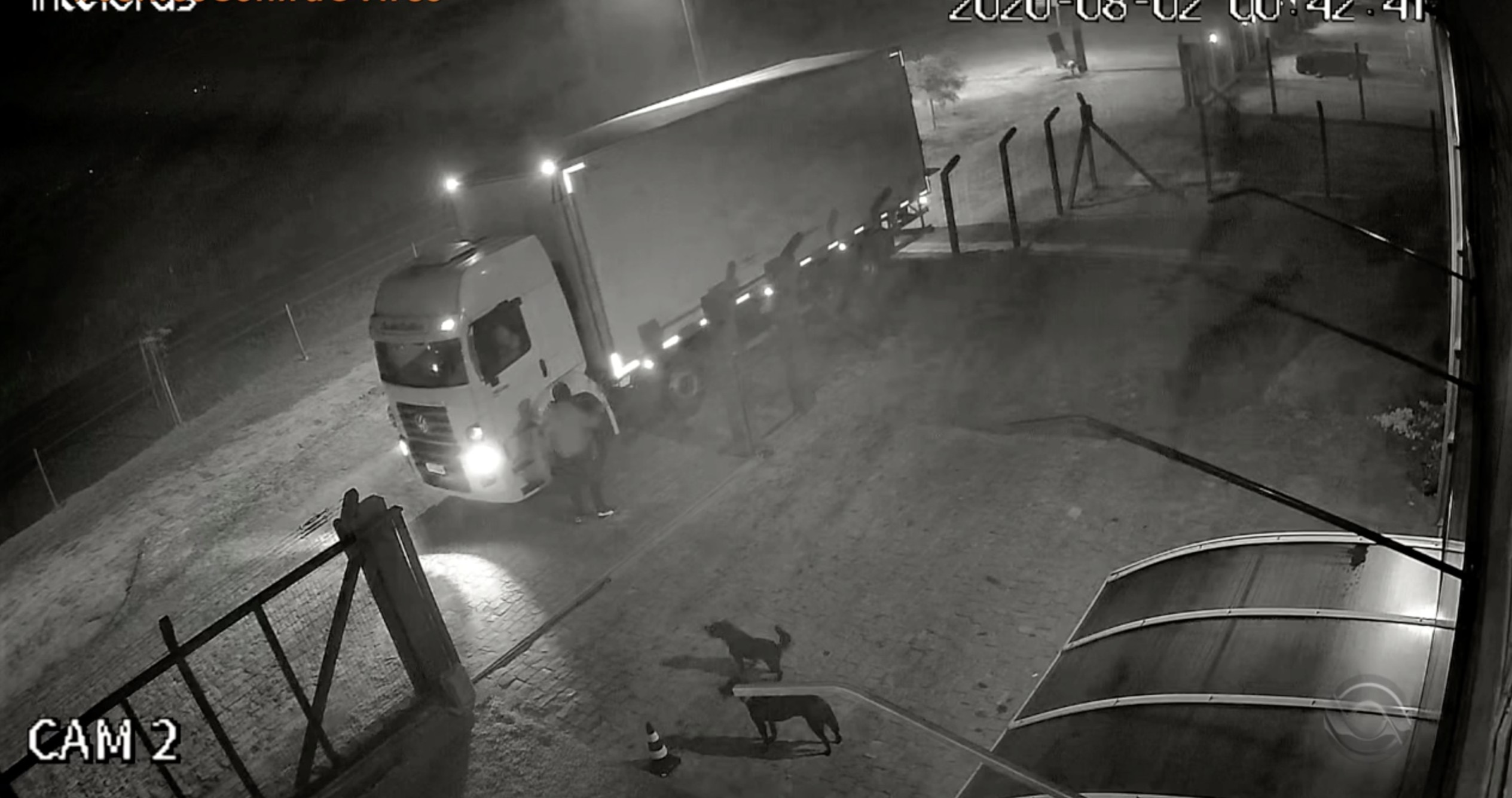 Polícia prende mulher e recupera parte de material roubado de depósito de Restinga Sêca