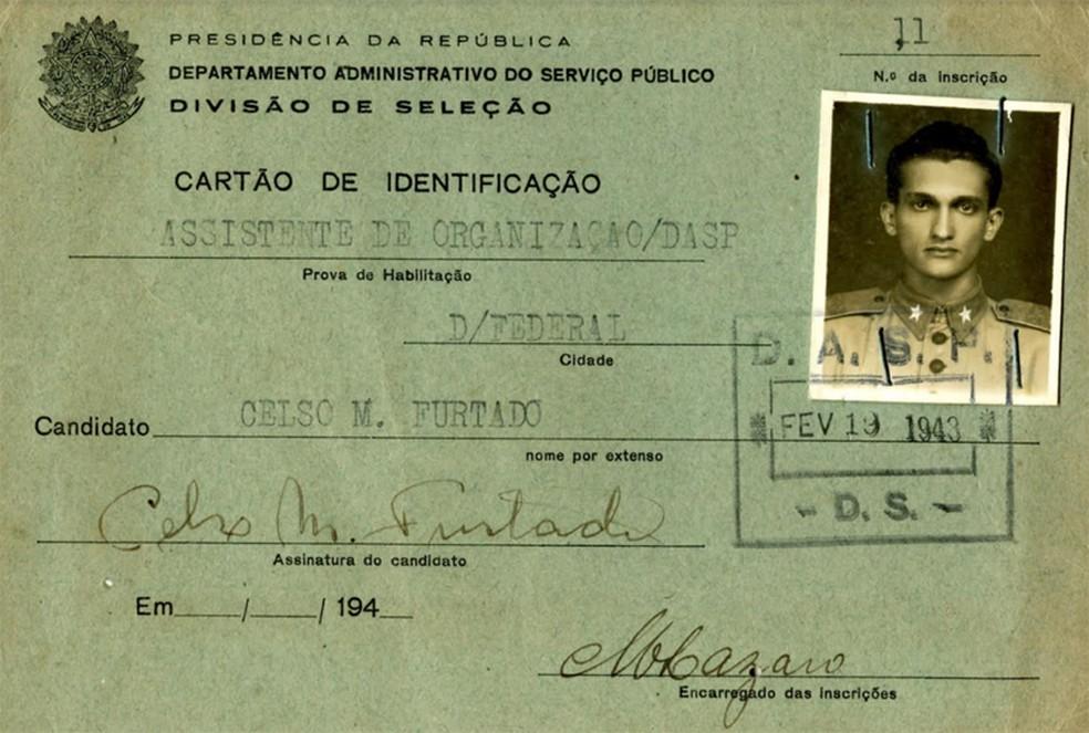 Documento de Celso Furtado em fevereiro de 1943, dois anos antes de ser enviado para a guerra — Foto: Acervo / Rosa Freire d'Aguiar