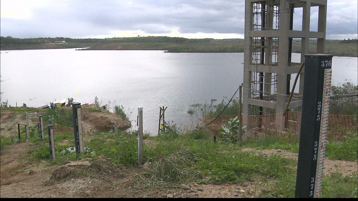 Três meses após fim de racionamento, cidade na PB segue sem acesso à água encanada
