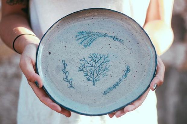 As feiras de artistas independentes estão entre os pontos de venda da ceramista Renata Miwa, autora dessa peça (Foto: Pinterest/Reprodução)