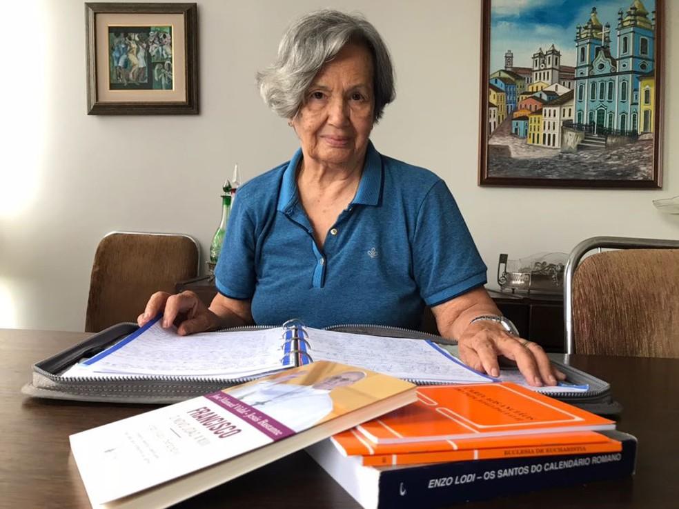 Amélia Diniz, aos 86 anos, concluiu, esta semana, a segunda graduação (Foto: Marília Marques/G1)