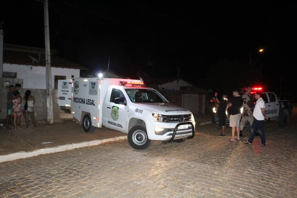 Polícia Civil foi ao local para realizar perícia. Corporação vai investigar o caso — Foto: Marcelino Neto/O Câmera