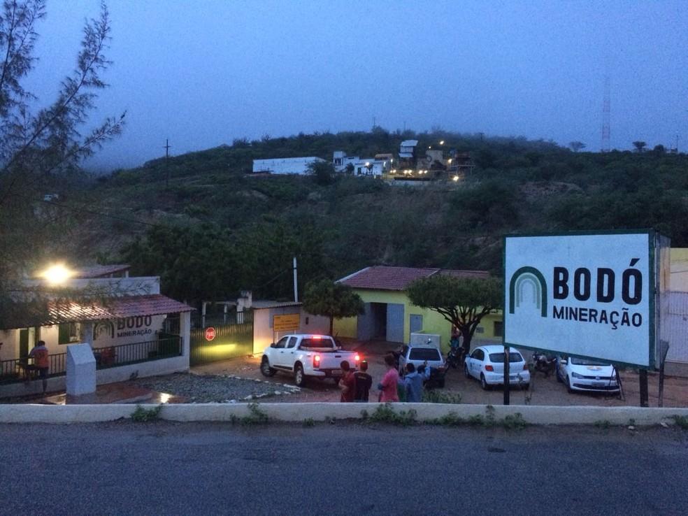 Administração da empresa Bodó Mineração se pronunciou através de nota e disse que vai apurar as causas do acidente (Foto: Hugo Andrade/Inter TV Costa Branca)