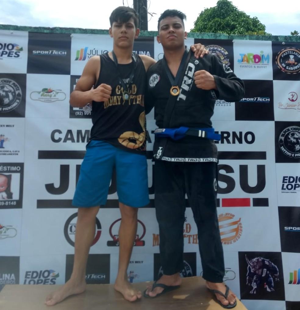 João Vitor, à esquerda, treinava Muay Thai e Jiu-Jítsu — Foto: Arquivo Pessoal/Kleyber Mota