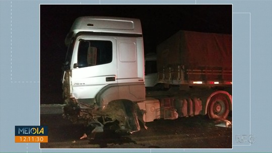 Motorista de caminhonete morre após bater de frente com caminhão na PR-091, em Arapoti
