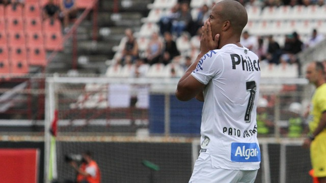 Carlos Sánchez na derrota do Santos para o Ituano