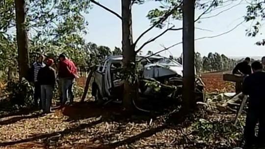Idoso morre após ser baleado por assaltantes e perder controle de veículo na MG-190; esposa fica ferida