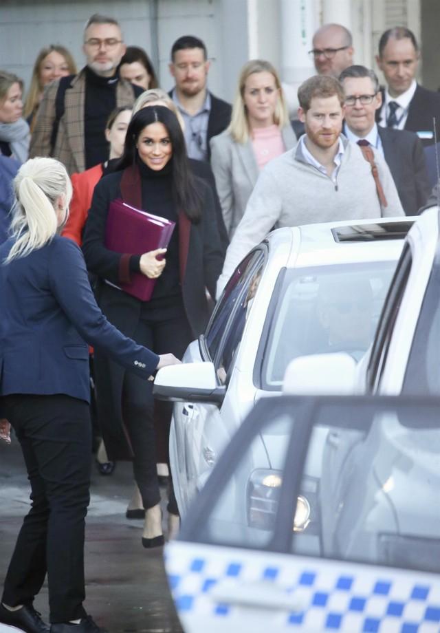 Meghan Markle e Príncipe Harry chegam a Sidney (Foto: Backgrid)