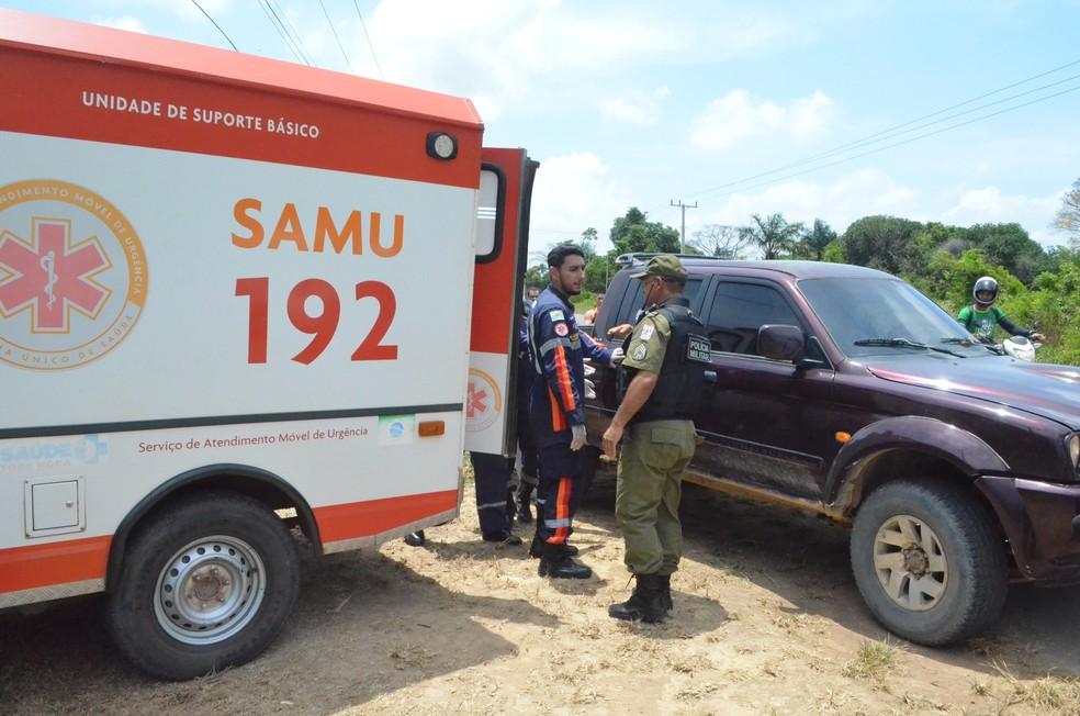 Lenilson ainda chegou a ser colocado na ambulância do Samu, onde foi confirmado a morte (Foto: Geovane Brito/G1)
