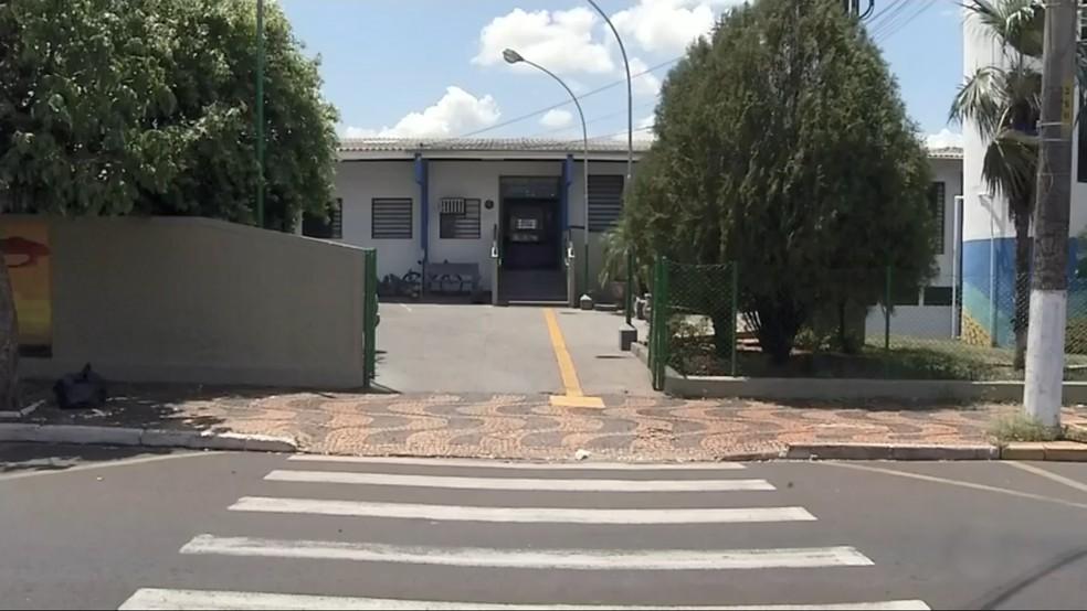 Falta de cuidadoras impede alunos com deficiência de irem à escola em Jales  — Foto: Reprodução/TV TEM