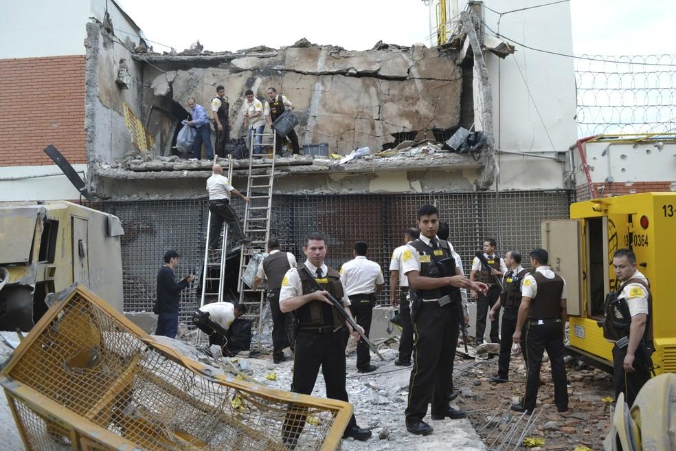 Prédio da Prosegur foi destruído após mega-assalto no Paraguai — Foto: AP Foto/Mariana Ladaga/Diario ABC Color/Arquivo