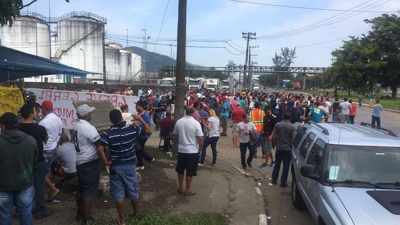 caminhoneiro-greve-santos (Foto: Silene Silva/Ed. Globo)