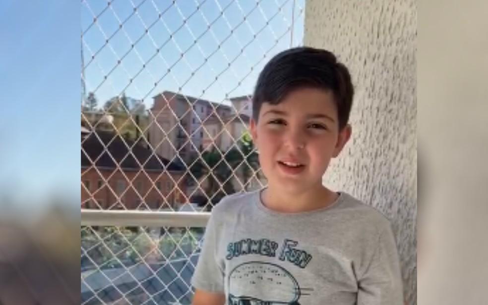 Heitor, de 8 anos, se assustou ao ver sucuri dentro de piscina no Rio Quente Resort — Foto: Dayse Souza/Arquivo pessoal