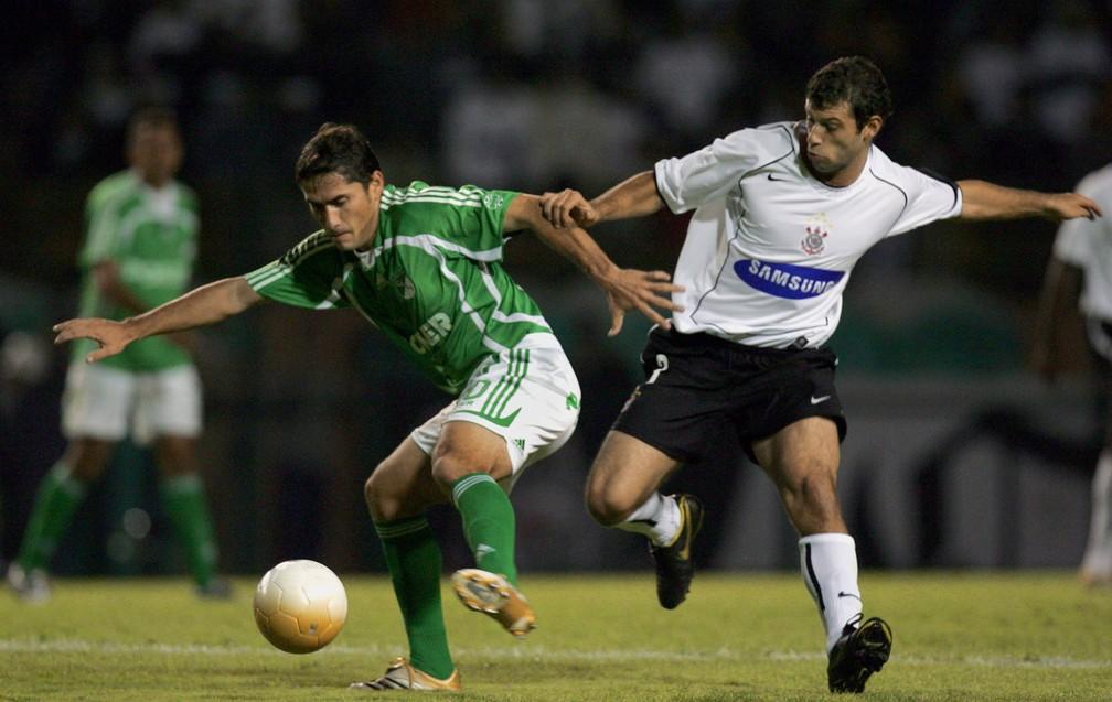 Mascherano foi titular do Corinthians durante a Libertadores de 2006 — Foto: AFP