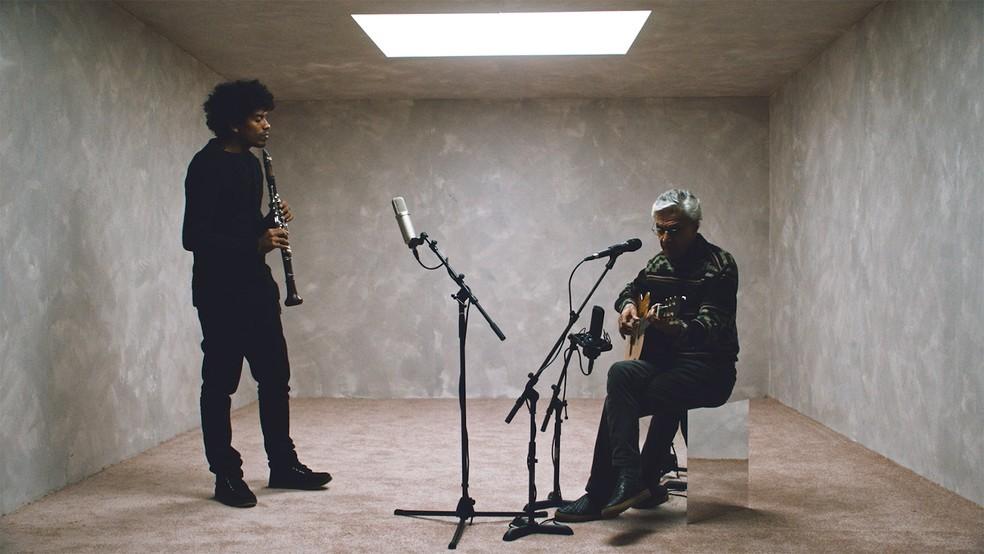 Ivan Sacerdote e Caetano Veloso se afinam em músicas como 'Peter Gast' — Foto: Divulgação
