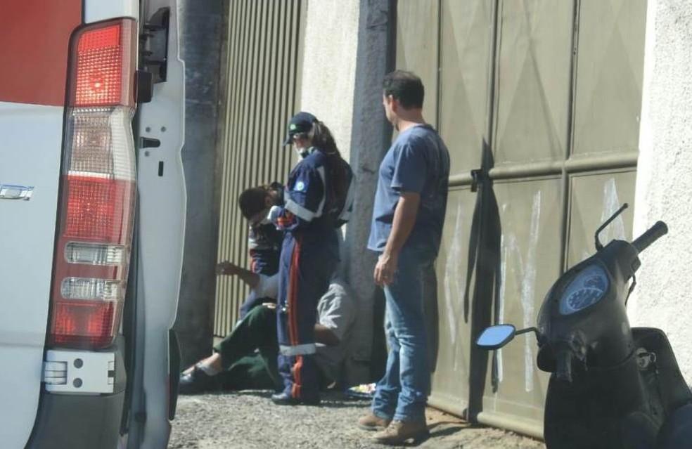 Motociclista tem pescoço ferido por linha com cerol em São Carlos — Foto: ACidadeON/SãoCarlos
